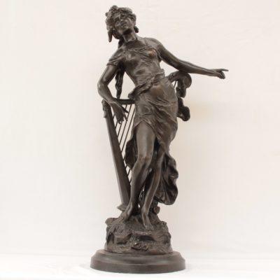 Άγαλμα γυναικεία φιγούρα με άρπα