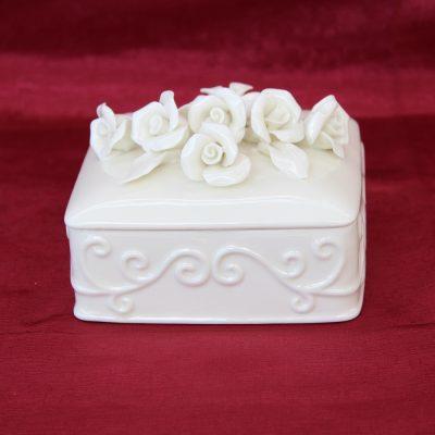 Κουτί πορσελάνης τετράγωνο με τριαντάφυλλα