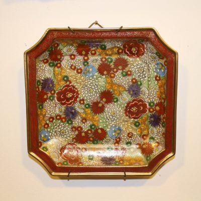 Πιάτο πορσελάνης τετράγωνο Kutani Ιαπωνίας ζωγραφισμένο με λουλούδια