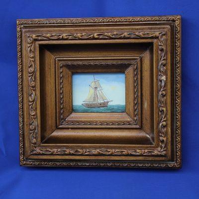 Καράβι με λευκά πανιά χειροποίητο ξύλινο Καδράκι