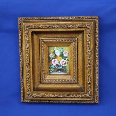 Κασπό με πολύχρωμα λουλούδια σε ξύλινο Καδράκι