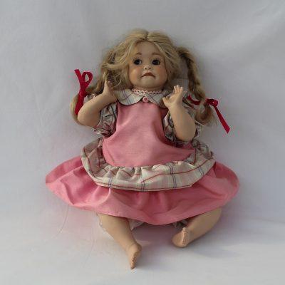 Κούκλα πορσελάνης Joe, από τη συλλογή «Ερατώ»