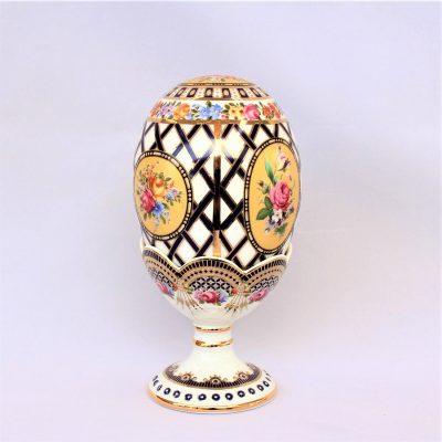 Διακοσμητικό αυγό πορσελάνης με βάση - Μοτίβο με λουλούδια