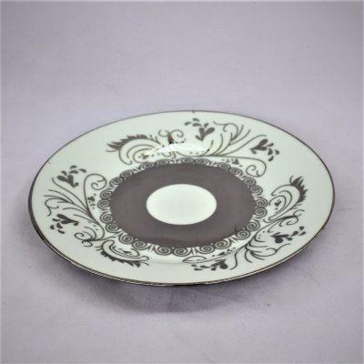 Πιάτο λευκής πορσελάνης με πλατίνα διακοσμητικό